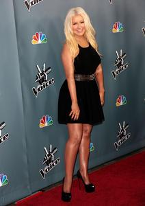 [Fotos+Videos] Christina Aguilera en la Premier de la 4ta Temporada de The Voice 2013 - Página 4 Th_985966623_Christina_Aguilera_50_122_114lo