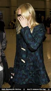 Nov 21, 2010 - Kate Bosworth - At Incheon Airport in Seoul Th_78906_tduid1721_Forum.anhmjn.com_20101130075736016_122_126lo