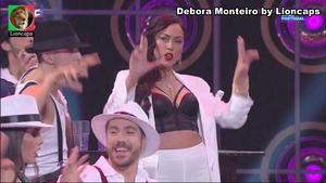 Debora Monteiro sensual no programa Lip Sync
