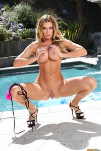 [Image: th_541777770_Randy_Moore_bikini_riot_bod...22_5lo.jpg]