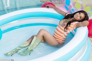 Noelle Monique - So Hot She´s Cool [Zip]45jcq0k7sc.jpg