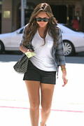 http://img243.imagevenue.com/loc553/th_775117574_Amanda_Bynes_out_and_about_in_LA1_122_553lo.jpg