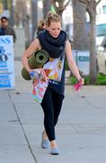 http://img243.imagevenue.com/loc558/th_046311676_Hilary_Duff_heads_to_yoga_in_Studio_City30_122_558lo.jpg