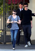 http://img243.imagevenue.com/loc561/th_37668_EmmaRoberts_Leavingherapartment_LA_290810_003_122_561lo.jpg