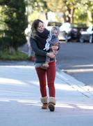 http://img243.imagevenue.com/loc588/th_206942974_Hilary_Duff_Shopping_Ralphs_and_Starbucks25_122_588lo.jpg