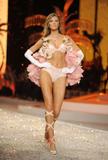 th_12904_Victoria_Secret_Celebrity_City_2008_FS_5275_123_88lo.jpg